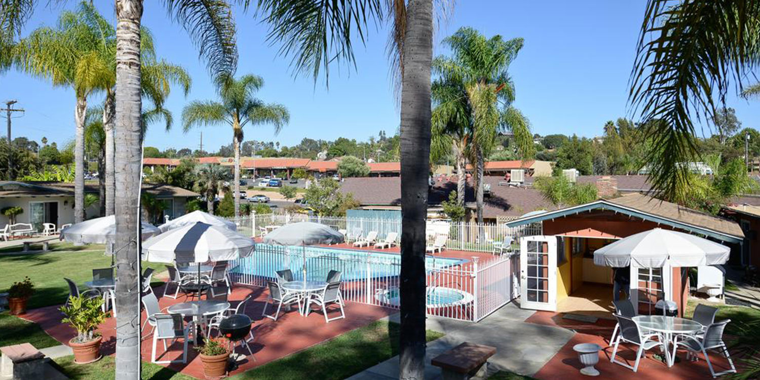 ENJOY ON-SITE AMENITIES AT OUR FALLBROOK, CA HOTEL